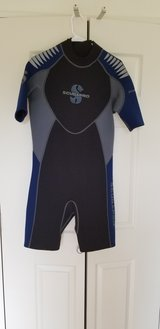 Scubapro 2.5mm shortie wetsuit, Large (new) in Okinawa, Japan