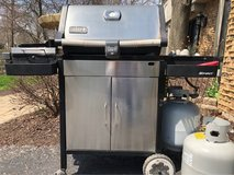 : ) Weber Propane Gas Grill w/Tank in Plainfield, Illinois