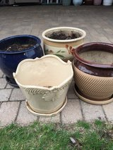 4 DECORATIVE CERAMIC FLOWER POTS in Bolingbrook, Illinois