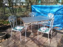 Patio set in Glendale Heights, Illinois