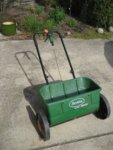 Scotts Lawn Care Accugreen 3000 Drop Spreader in Plainfield, Illinois