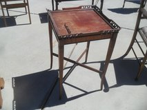 ~~~  Small Table  ~~~ in 29 Palms, California