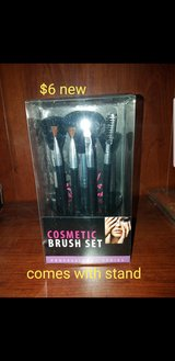 Cosmetic brush set with stand in Travis AFB, California