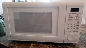 Magic Chef Microwave 1000 W in Clarksville, Tennessee