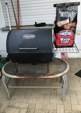 BBQ Grill w/Charcoal (PCS Sale) in Ramstein, Germany
