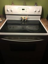 Frigidaire white glass top stove self cleaning oven in Leesville, Louisiana