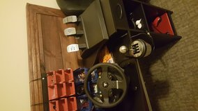 TMX pro sim racing steering wheel with 3 foot pedals and th8a shifter in Fort Rucker, Alabama