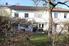 Family Town home with garden 12 min to Kelley! in Stuttgart, GE