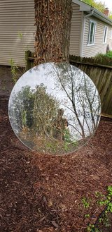 Round glass table top in Glendale Heights, Illinois