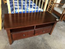 solid wood tv/entertainment table in Bolingbrook, Illinois