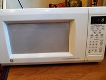 MIcrowave -GE Turntable oven in Spring, Texas