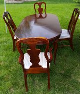 Dining Room Table with four chairs in Aurora, Illinois
