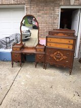 dresser and vanity $170 each in Fort Campbell, Kentucky