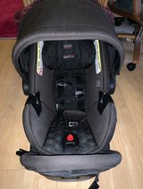 Endeavours The Safecell Infant Car Seat with base in Fort Irwin, California