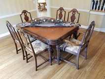 Dining room table and 6 chairs and 1 leaf in Bolingbrook, Illinois