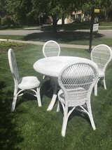 Wicker table and 4 chairs in Bolingbrook, Illinois