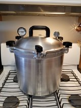 21.5 qt pressure canner/cooker in Morris, Illinois