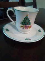 8 coffee/tea cups with saucers in Yorkville, Illinois