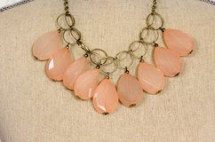 "NWOT Gold Tone Pink Peach 20"" Bead Chunky Chain Bib Multi Strand Necklace in Houston, Texas"