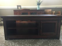 Big Sky coffee table, solid wood with leather top, excellent condition in Camp Lejeune, North Carolina