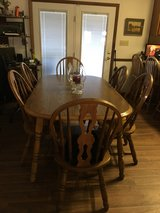 6 place dining room set in Camp Lejeune, North Carolina