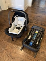 Nuna Pipa Lite LX car seat and base in Tinley Park, Illinois