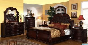 UF NEW - Fleur De Lille Queen Size Bedroom Set - Brand New! in Ramstein, Germany