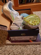 NWT 7.5 women's track shoe in Fairfield, California