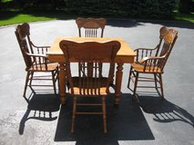 Table & Chairs in Plainfield, Illinois