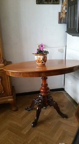 Nice antique Solid wood oval table with beautiful, carvings in Wiesbaden, GE