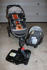 Graco Car Seat with Base and Stroller in Fort Hood, Texas