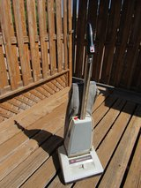 Vacuum Cleaner-Hoover upright in Alamogordo, New Mexico
