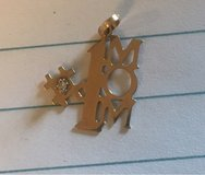 #1 Mom Gold Charm/Pendant in Naperville, Illinois