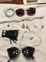 Jewelry and sunglasses in Glendale Heights, Illinois