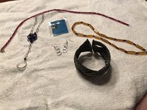 Assorted jewelry (lot 2) in Glendale Heights, Illinois