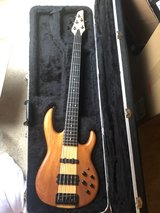 carvin LB75 bass with original hard case in Naperville, Illinois