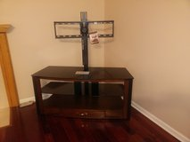 Flat panel TV stand in Glendale Heights, Illinois