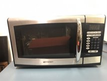 Emerson .9 cubic foot, 900 watt Microwave - Great condition! in Westmont, Illinois