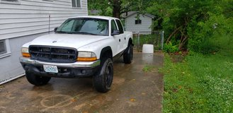 04 dakota 4x4 4.7 auto awd in Fort Leonard Wood, Missouri