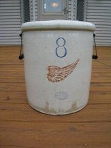 Vintage Redwing 8 Gallon Crock with Wood top patent 1917 in Glendale Heights, Illinois
