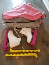Riedell Girls Ice Skates Size 1 in Westmont, Illinois