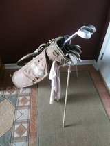 Womans RH Golf Set with Bag Balls and Tees in Westmont, Illinois