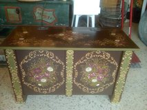 Beautiful Vintage wooden hand painted Trunk Chest storage box container in Wiesbaden, GE