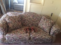 Broyhill Couch & Chair matching set in Alamogordo, New Mexico