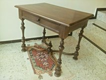 Elegant small table with one large drawer in good condition in Wiesbaden, GE
