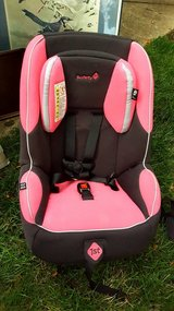 CAR SEAT Safety First Pink/Black in Westmont, Illinois