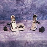 UNIDEN DECT 6.0 SILVER CORDLESS DIGITAL ANSWERING SYSTEM WITH CALLER ID AND TWO HANDSETS in Travis AFB, California