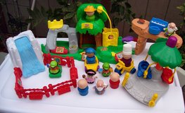 # 4 Fisher Price Little People Farm & Fair Set With 21 Pieces in Alamogordo, New Mexico