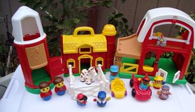 # 5 Fisher Price Little People Barn Set. Comes with 17 pieces in Alamogordo, New Mexico