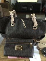 Michael Kors tote purse with wristlet in Travis AFB, California